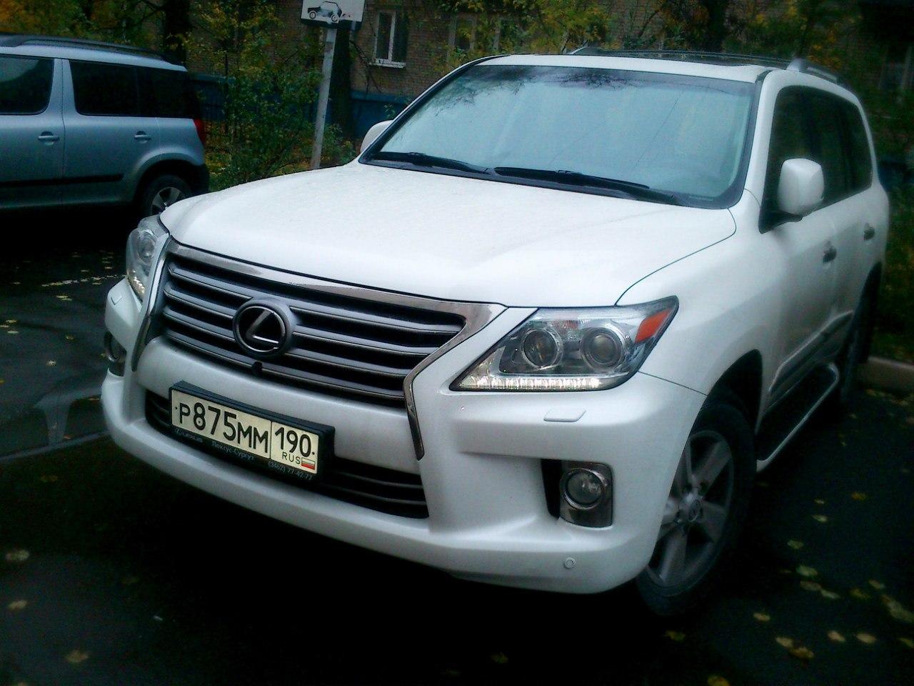 Белый Lexus LX 570 2012