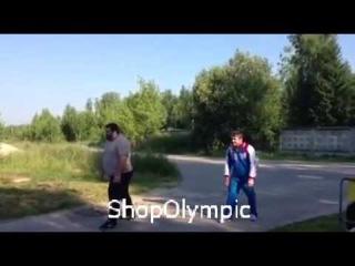Бег на 100 метров Чингиз Могушков  (190 кг) Апти Аухадов (85 кг)