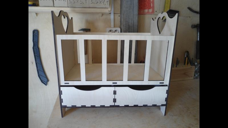 Кровать для куклы с двумя ящиками