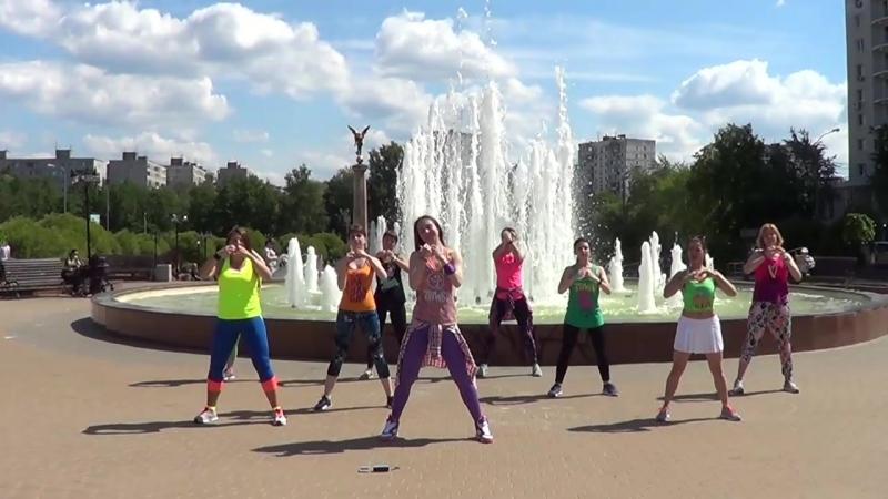 ZUMBA флешмоб г. Пушкино инструктор фитнес клуба STATUS Валерия