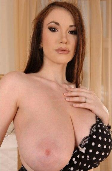 Attractive Girlfriend Sucking Cock Porn Video