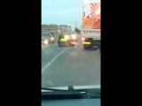 Барнаульские дорожники отжигают в Завьялово. Рабочие устроили драку прямо на дороге, мешая проезду транспорта