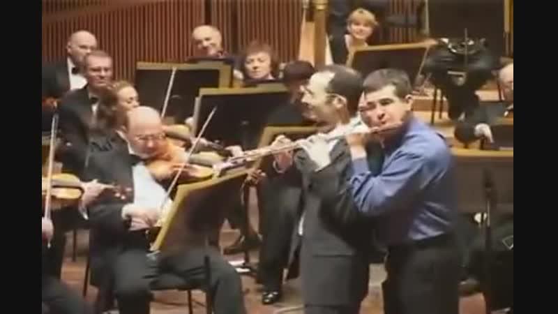 Великий Бах пошутил. Музыканты тоже. Скерцо из оркестровой сюиты h-moll. Хорошего настроения в предновогодние дни!