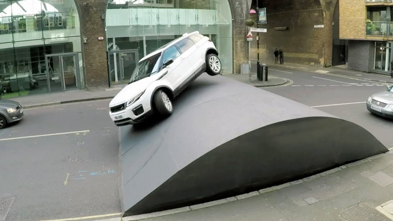 Range Rover Evoque Stunt Speed Bump