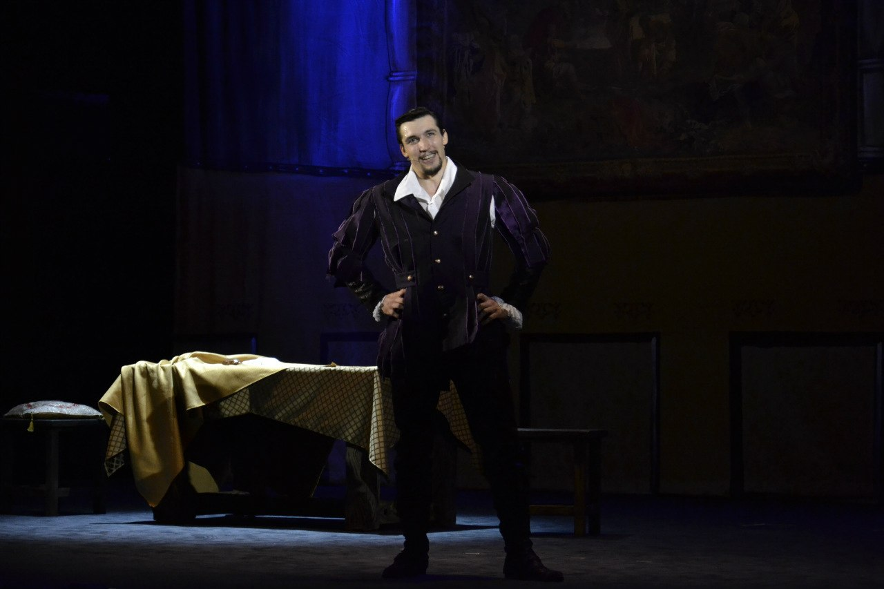 "Evgeny Prudnik playing the role of Fred Graham ""Petruchio"" in Kiss Me, Kate musical by Cole Porter │ Photo Source:"