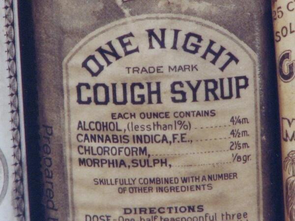 Более 100 лет тому назад сироп от кашля вылядел так. Состав: алкоголь, конопля индийская, хлороформ и сульфат морфия.Рекомендации по приёму: 3 раза в день по пол чайной