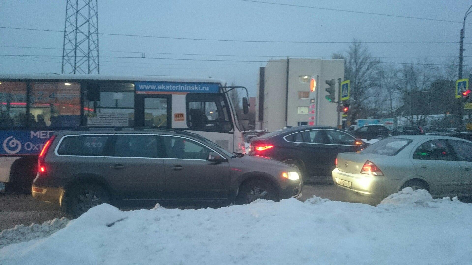 ВПетербурге из-за снегопада появились 10-балльные пробки