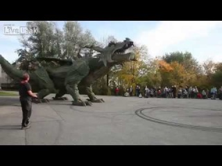 Крупнейший шагающий дракон робот в мире