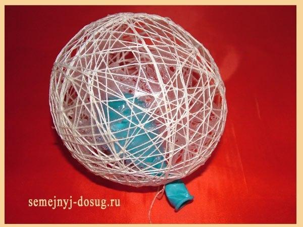 Как делать новогодние игрушки своими руками шарик из ниток