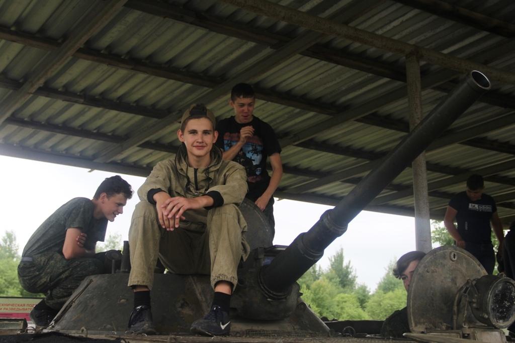 Казачата из двух благочиний посетили военный полигон