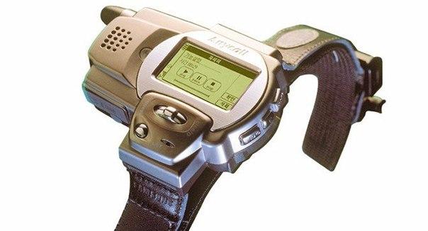 Оказывается, свои первые «умные часы» Samsung выпустила еще в 1999 году