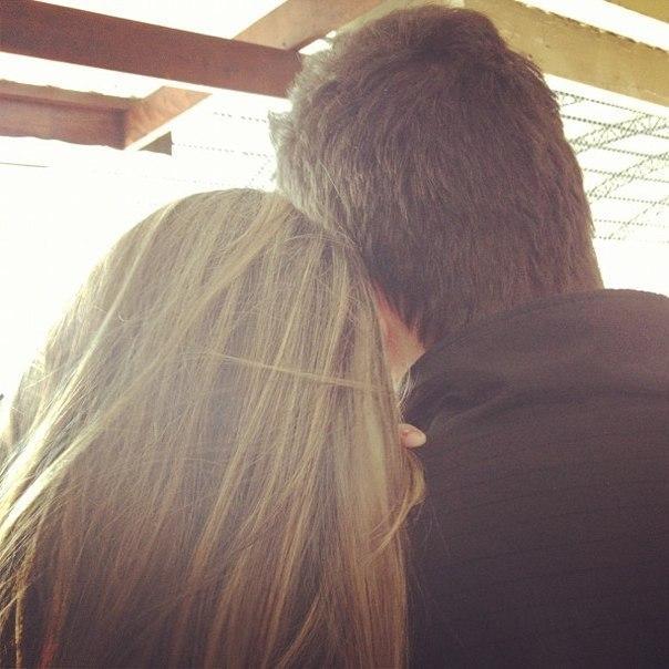 основном фото красивых влюбленных пар целующихся со спины где девушка блондинка секса
