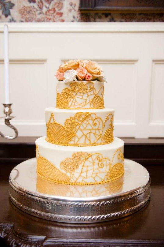 2xGuU0CJ0o - Золотые и серебряные свадебные торты 2016 (70 фото)