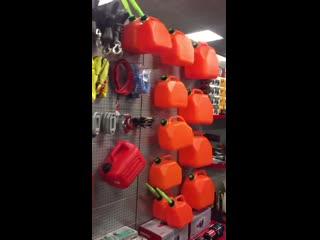 Канистры, лебедки, диски, шины в магазине Бундоккер