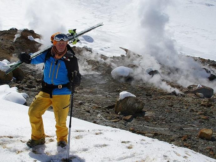 Инструктор по альпинизму из Невинномысска погиб при сходе лавины в Архызе
