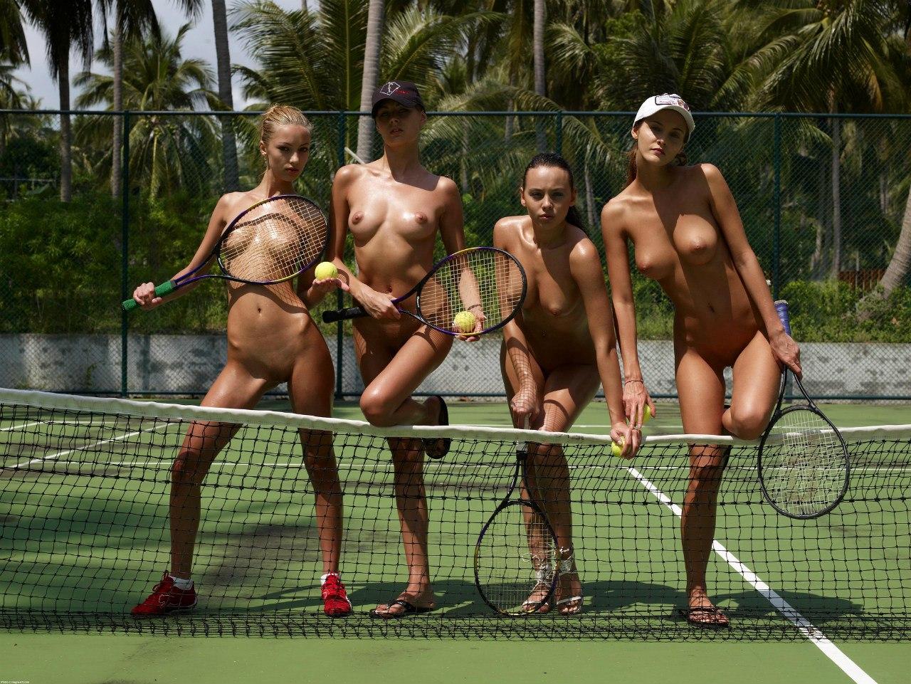 Телки голыми играют в теннис 5 фотография