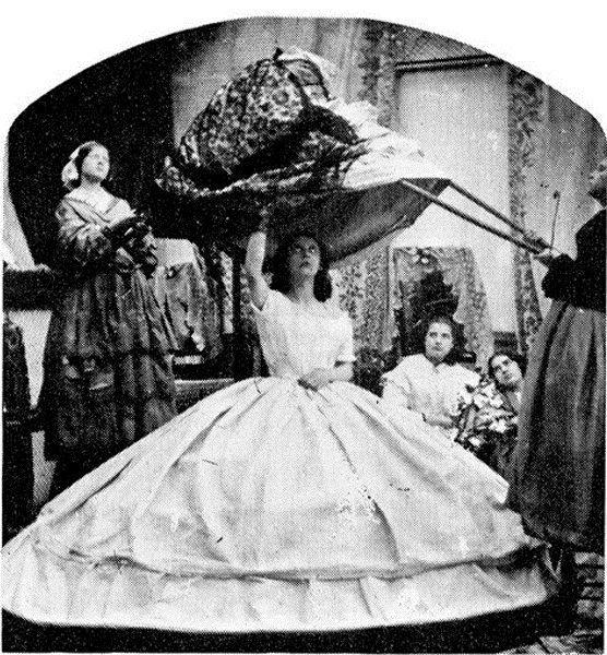 Красота требует жертв. В истории моды насчитывается немало трагических случаев, когда словосочетание «жертва моды» можно употребить в прямом значении. Красота требует жертв и порой