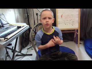 Аким работает над песней)