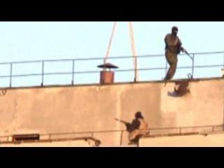 Ukraine crisis: unidentified gunmen seen inside Crimea army base