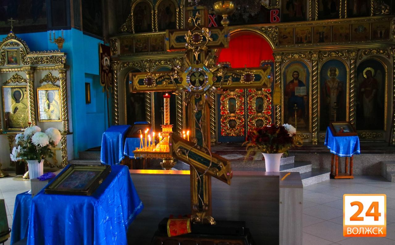 В Волжск в собор святителя Николая Мирликийского доставлен крест с частицей Ризы Иисуса Христа