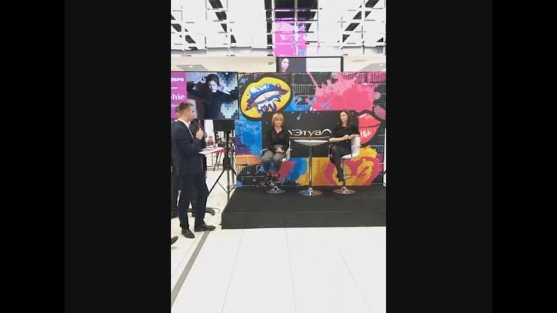 Meet Greet c Софи Эллис-Бекстор в ''Л'Этуаль'' (ТРЦ ''Галерея''), Санкт-Петербург, 11.10.2018 (Трансляция с места событий)