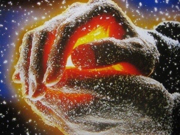 """Чтобы лёд растаял, нужно долго дышать на него. Так и в каждого человека нужно без меры вкачивать любовь. Щедро и не ожидая ничего взамен. Когда ждёшь чего-то взамен, твои руки становятся ледяными и уже не растапливают лёд, а сами пытаются о него согреться. (Йозеф Эметс) P.S. Но существуют """"бесперспективные проекты"""": шарик кажется круглым до тех пор, пока в него дуют. Есть такие люди: сколько ни отогревай, все равно не только в ответ не согреет, но и замерзнет обратно при первой же…"""