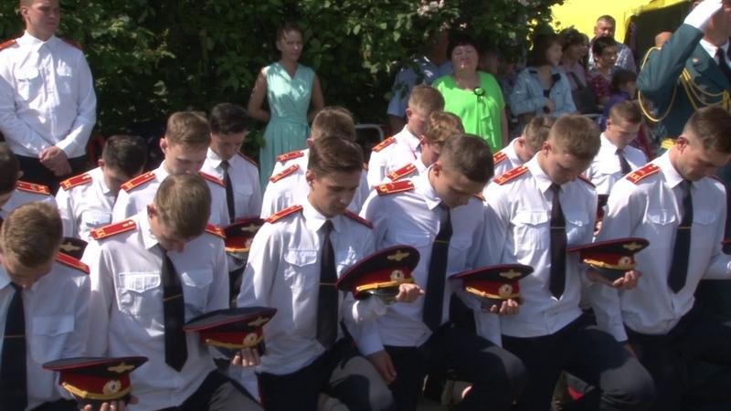 Выпускники профильного кадетского класса поблагодарили своих учителей и попрощались со знаменем