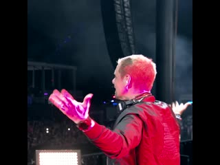 Armin van buuren  luke bond feat. karra - revolution live at umf19