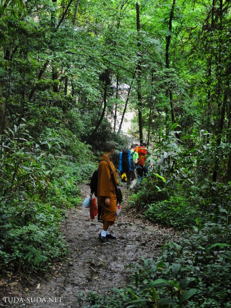 Монахи на Эмэйшань
