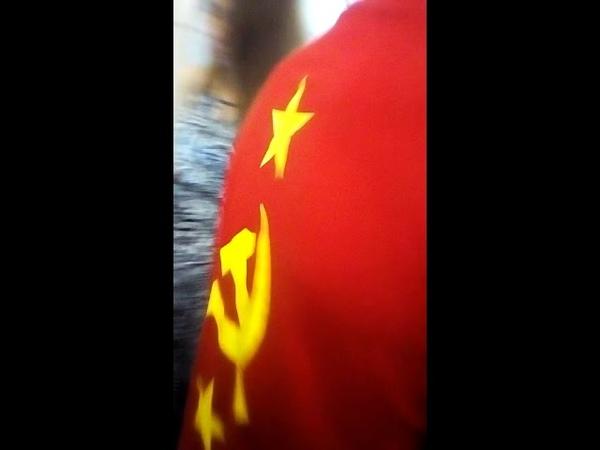 В Киеве бандеровцы содрали с иностранца футболку с символикой СССР