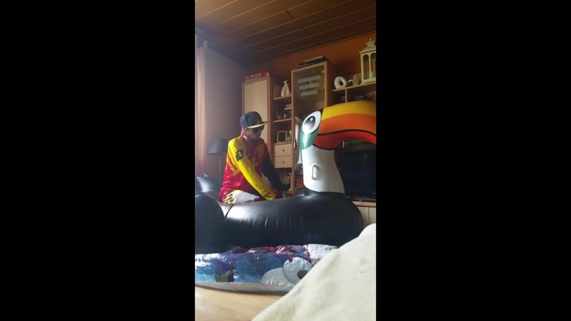 Inflatable Toucan pop