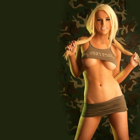 Потеребил ей незаметно клитор не стесняясь людей порно онлайн — 7