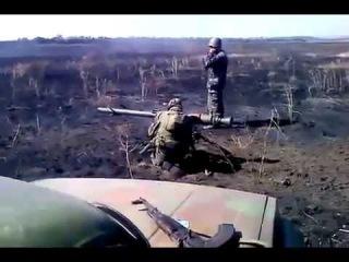 Ополченцы подбили из СПГ-9 САУ украинских карателей, и он сгорел за несколько минут прямо перед их видеокамерой.
