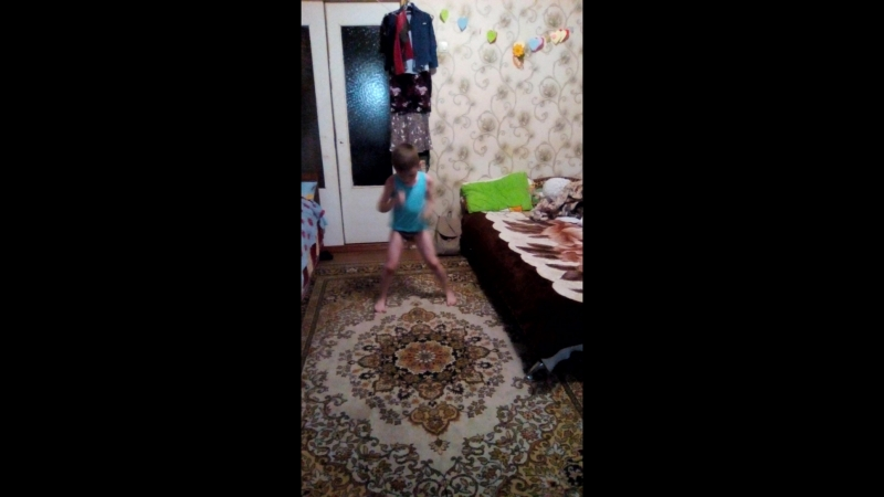 Данил танцует под Монатика