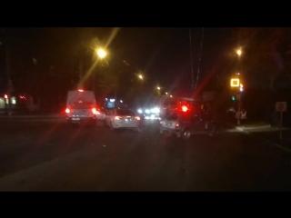 «тройничок» с участием автобуса заблокировал движение в смоленске