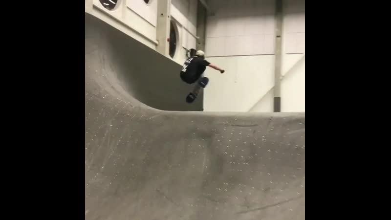 Руслан Темрезов / здоровенная трёшка в скейтпарке Таллина