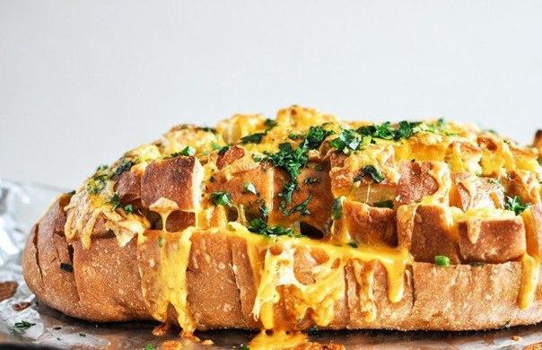 Горячий бутерброд с чеддером (сыром) и зеленью