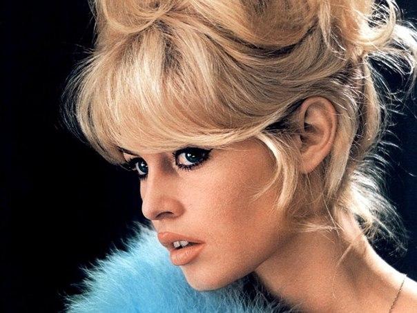 Блондинка с карими глазами макияж