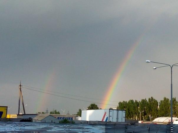 По дороге увидела радугу, и не смогла не запечатлеть эту красоту :)