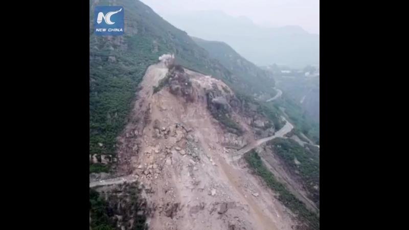 Массивный обвал горы в пригородах Пекина
