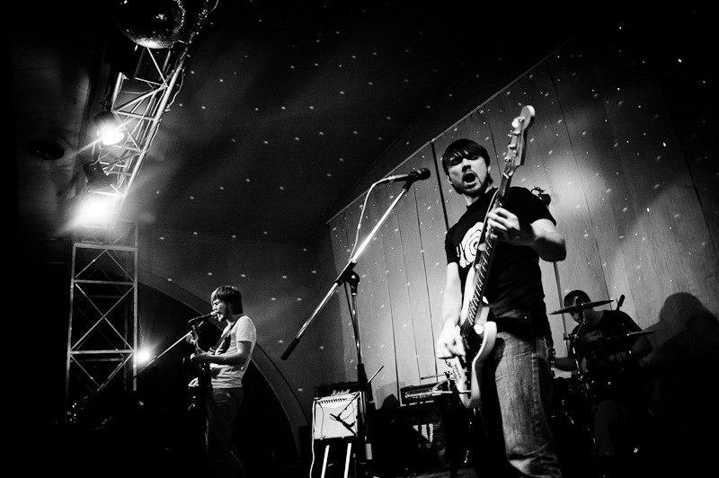 дніпропетровське тріо, що створює музику у напрямку ukrainian indie-rock
