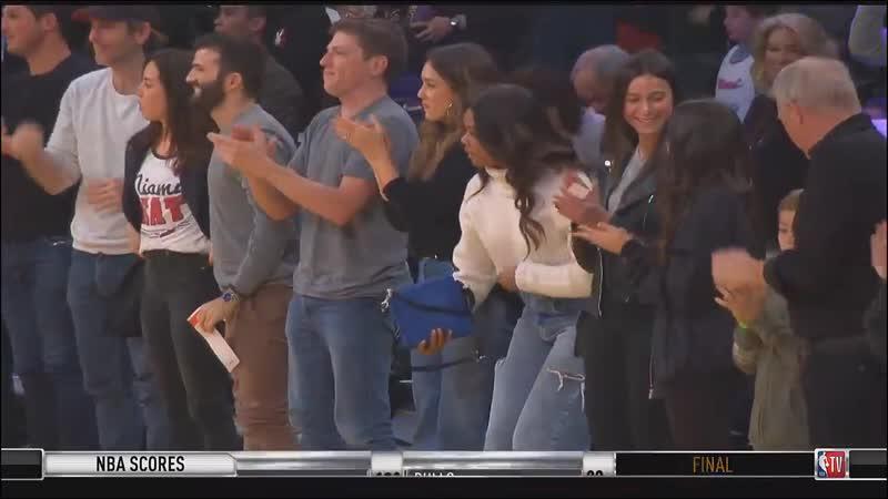 Овации в сторону Дуэйна Уэйда на Staples Center