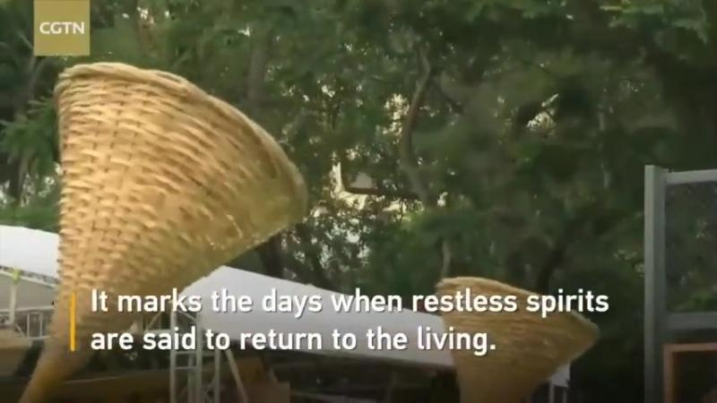 Жители Сянгана (Гонконг) приняли участие в современной версии Праздника голодного приведения - традиционном фестивале