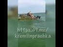 БРДМ рассекает волны по морю в Таганроге