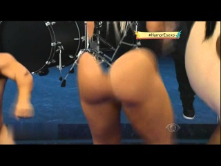 Brazilian Tv Panico Mix bikini babe play outdoor game