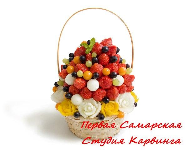 Фруктовый букет от Первой Самарской Студии Карвинга: розочки из манго, розочки из дыни, клубника, виноград,...
