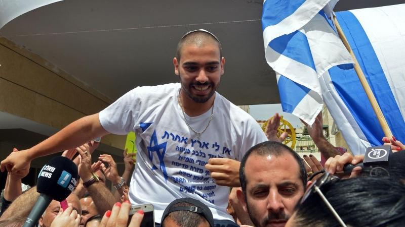 Colonos reciben como héroe a soldado que asesinó a un palestino