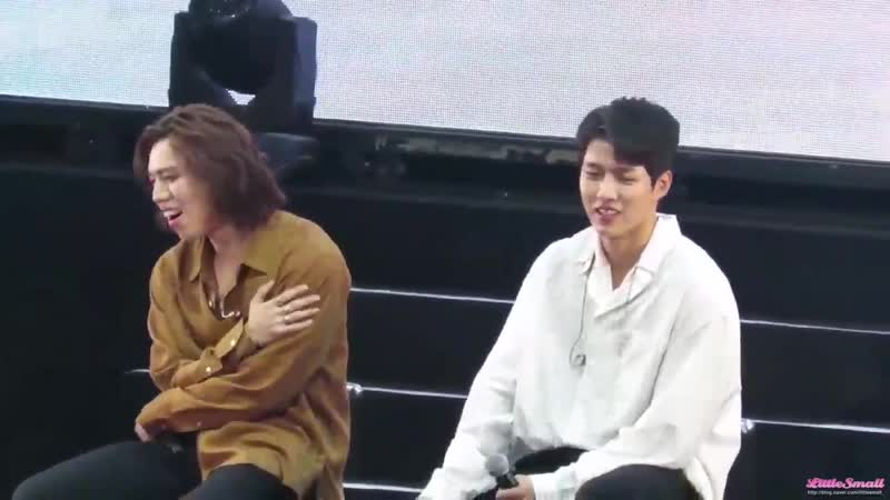 Myungsoo shared what he did yesterday - he played VR game with Sungyeol and works out but look at Sungyeols cute reaction Did he