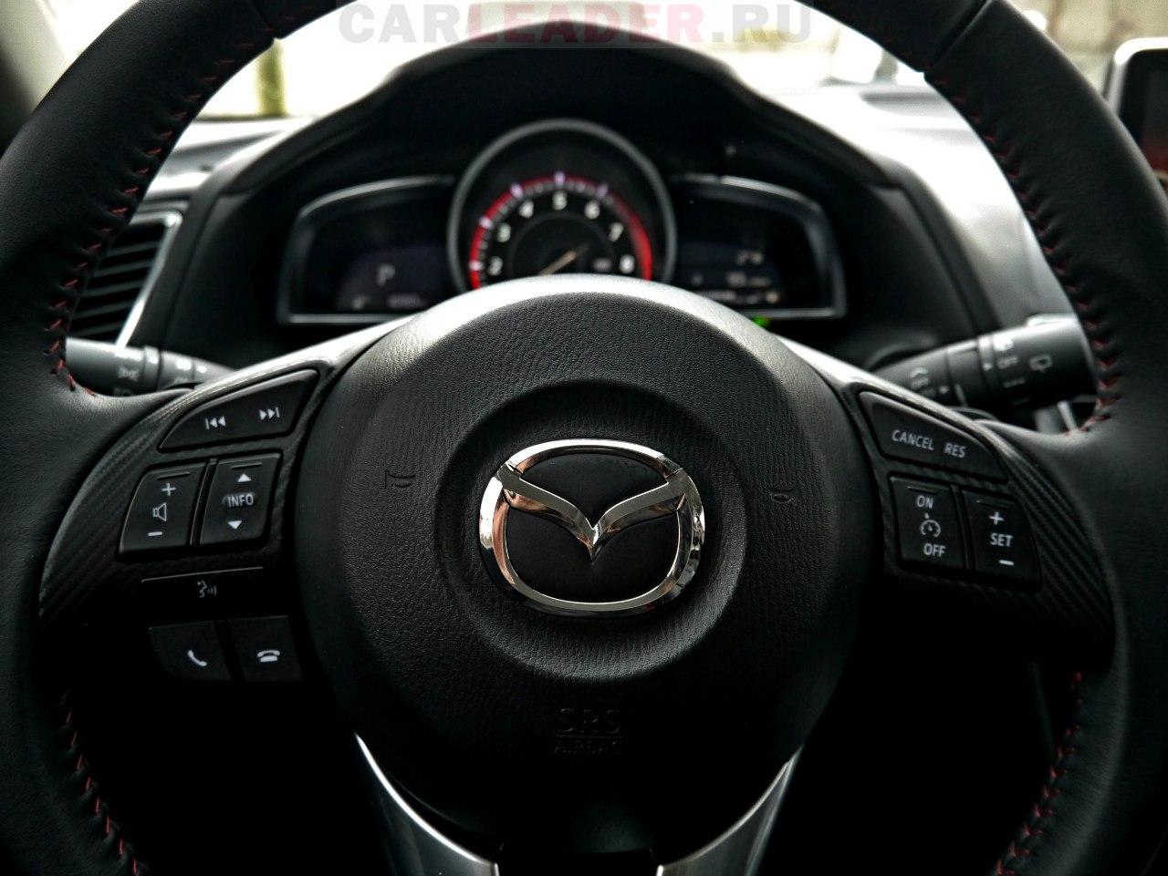 На штурвале Mazda3 2014 клавишы не вызывают паники - все просто и очень удобно!