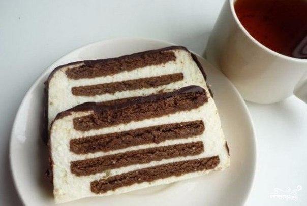 """Тортик без выпечки """"Полосатый""""  Ингредиенты: ● Печенье шоколадное"""